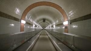 Jalan-jalan Terowongan Elbe