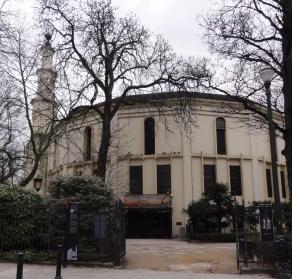 Bagian depan mesjid Agung Brussel
