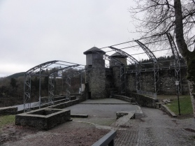 Kompleks kastil sering digunakan untuk pagelaran orkes atau opera